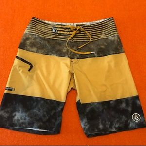 *3for$30* Volcom multicolored board shorts EUC